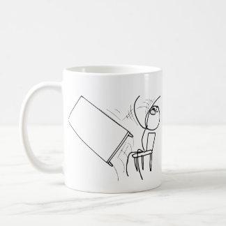 Tirón de la tabla que mueve de un tirón la cara taza de café