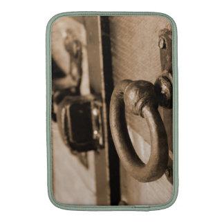 Tirón del tirador de puerta y sepia antiguos fundas para macbook air