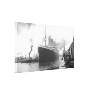 Titanic at the docks of Southampton Canvas Prints