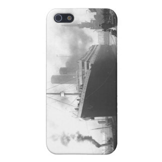 Titanic at the docks of Southampton iPhone 5 Case