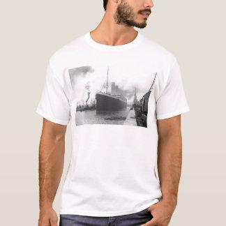 Titanic at the docks of Southampton T-Shirt