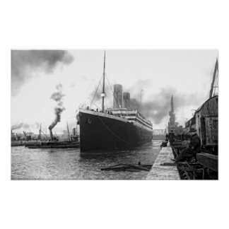 TITANIC in SOUTHAMPTON HARBOR Print