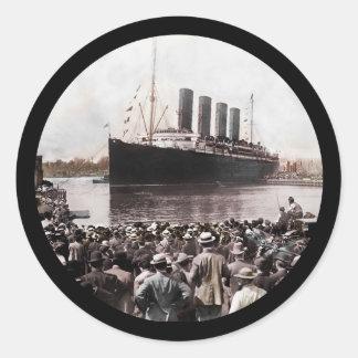 Titanic Leaving Southhampton Classic Round Sticker