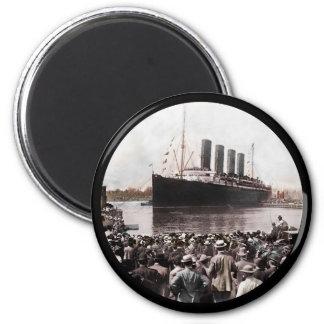 Titanic Leaving Southhampton Magnet