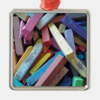 tizas coloridas agrupadas juntas adorno navideño cuadrado de metal