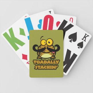 toadally sapo divertido del stachin con un bigote baraja cartas de poker