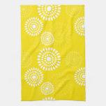 Toalla amarilla de las flores del verano