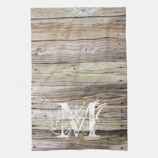 Toalla de cocina con monograma de madera rústica