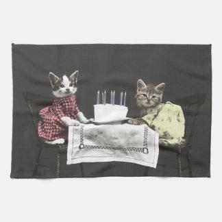 Toalla de cocina de los gatitos del cumpleaños