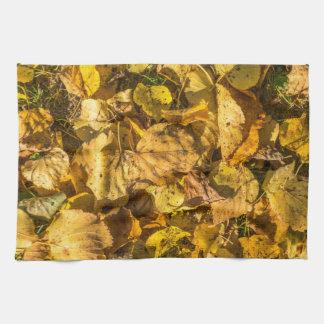 Toalla de cocina de oro de las hojas