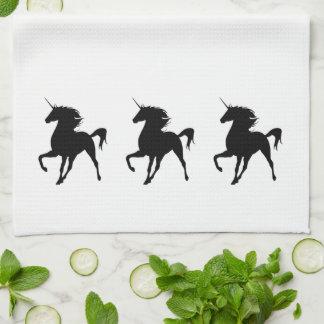 Toalla de cocina negra de la silueta del unicornio