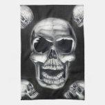 Toalla de cocina negra de los cráneos humanos