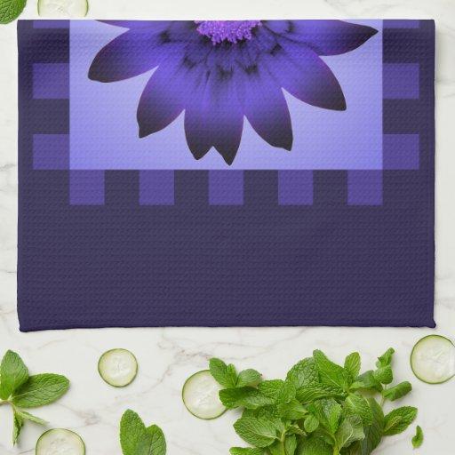 Toalla de cocina violeta de la flor #2 de la marga