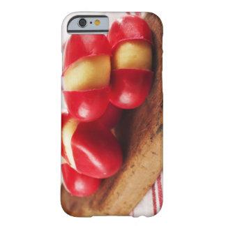 Toalla de té rayada roja en fondo funda de iPhone 6 barely there