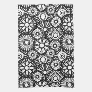 Toalla floral blanco y negro