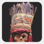 Tocado emplumado en un cráneo, de Perú Calcomanía Cuadrada Personalizada