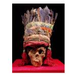 Tocado emplumado en un cráneo, de Perú Postales