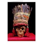 Tocado emplumado en un cráneo, de Perú Tarjeta