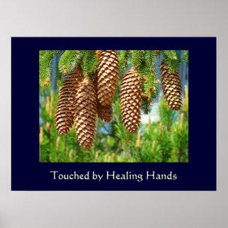 Tocado por bella arte curativa de las manos cuida  póster