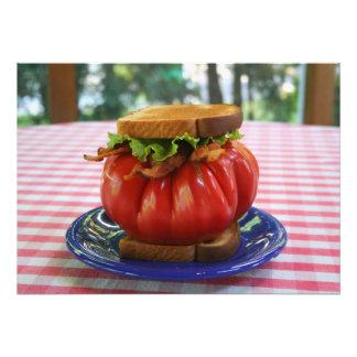 Tocino, lechuga y bocadillo gigante del tomate cojinete