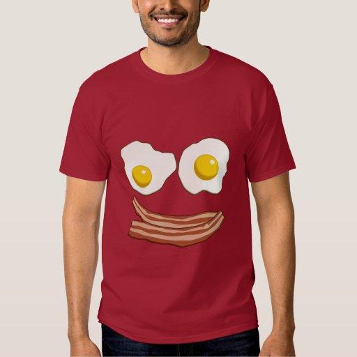 Tocino y camisa de los huevos