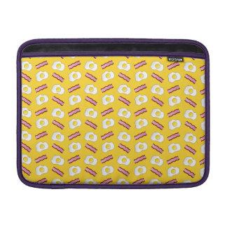 Tocino y huevos amarillos funda  MacBook