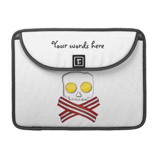 Tocino y huevos cráneo y bandera pirata fundas macbook pro