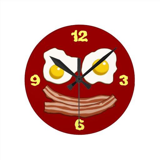 Tocino y huevos reloj redondo mediano
