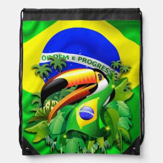 Toco Toucan con las mochilas de la bandera del Bra