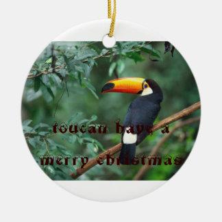 Toco Toucan, toucan tiene Felices Navidad Adorno Navideño Redondo De Cerámica