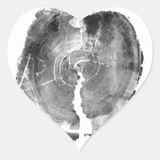 Tocón de árbol artístico del efecto blanco y negro pegatina en forma de corazón