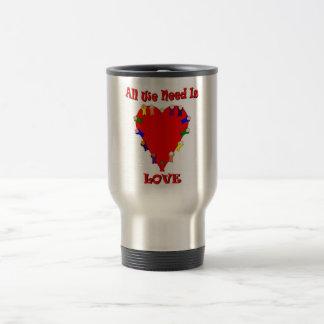 Toda lo que necesitamos es taza del viaje del amor