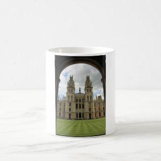 Todas las almas universidad, Oxford Taza Mágica
