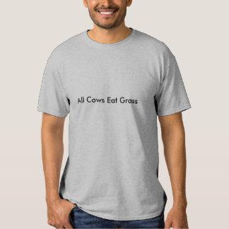 Todas las vacas comen la camiseta de la hierba playeras