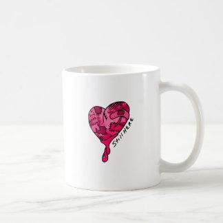 Todavía aquí corazón rosado del remiendo taza