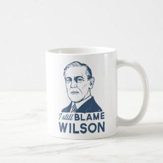 Todavía culpo a Woodrow Wilson Taza Básica Blanca