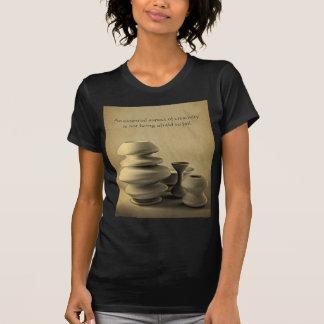 Todavía de la cerámica bosquejo de cerámica del camisetas
