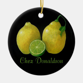 Todavía de los limones aceite de la vida en adorno redondo de cerámica