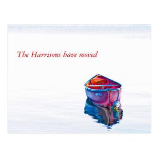 Todavía dirección de la canoa roja del agua nueva tarjetas postales