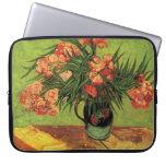 Todavía florero de la vida con los Oleanders y los Funda Portátil