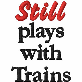 """""""Todavía juega con la camisa bordada de los trenes"""