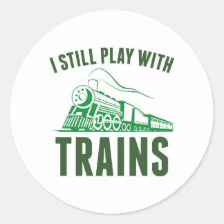 Todavía juego con los trenes pegatina redonda