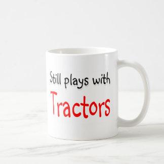 Todavía juegos con los tractores taza de café