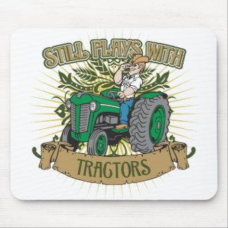 Todavía juegos con los tractores verdes alfombrillas de ratón