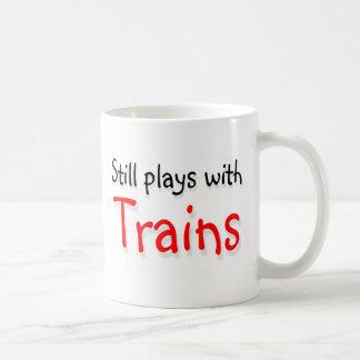 Todavía juegos con los trenes tazas de café
