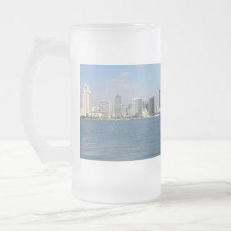 Todavía limpie las playas de San Diego Taza Cristal Mate