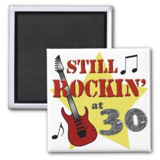 Todavía Rockin en 30 Imán Cuadrado