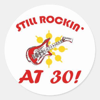 ¡Todavía Rockin en 30! Pegatina Redonda