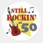 Todavía Rockin en 50 Etiqueta Redonda