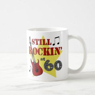 Todavía Rockin en 60 Taza Clásica